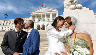 Study finds married LGBT adults are healthier & happier than singles